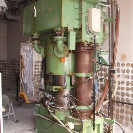 DUST PRESSES ( 1139) NETZSCH Model 230.20 Isostatic press complete with finishing station. Date of Manufacture 1986