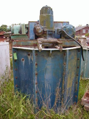 William Boulton 4ft x 4ft slow speed fibreglass blunger. 250 gallons. 7.5kW motor.